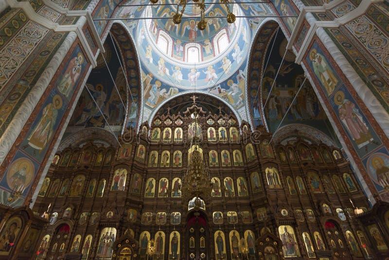 Iconostasis na catedral de St Alexander Nevsky fotografia de stock