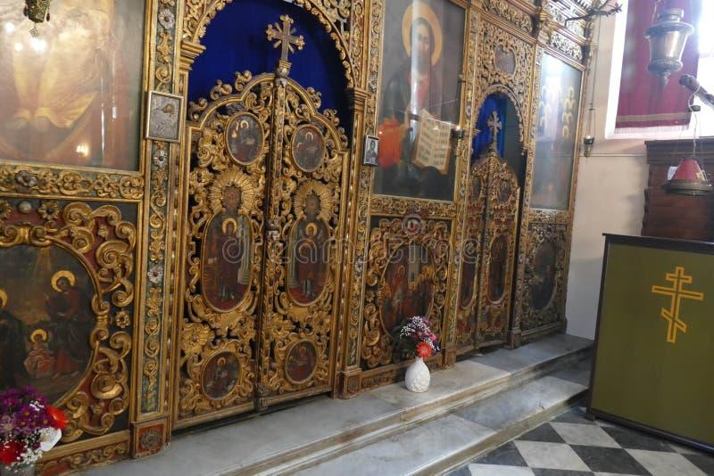 Iconostasis oddziela nave od apsydy w Savina ortodoksa monasterze fotografia stock