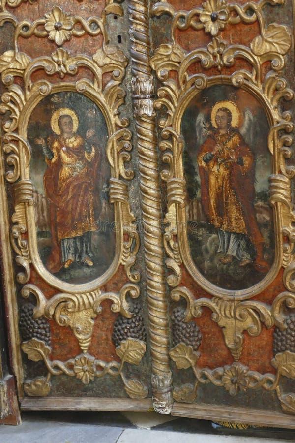 Iconostasis oddziela nave od apsydy w Savina ortodoksa monasterze obrazy stock
