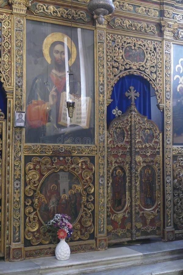 Iconostasis oddziela nave od apsydy w Savina ortodoksa monasterze zdjęcia royalty free