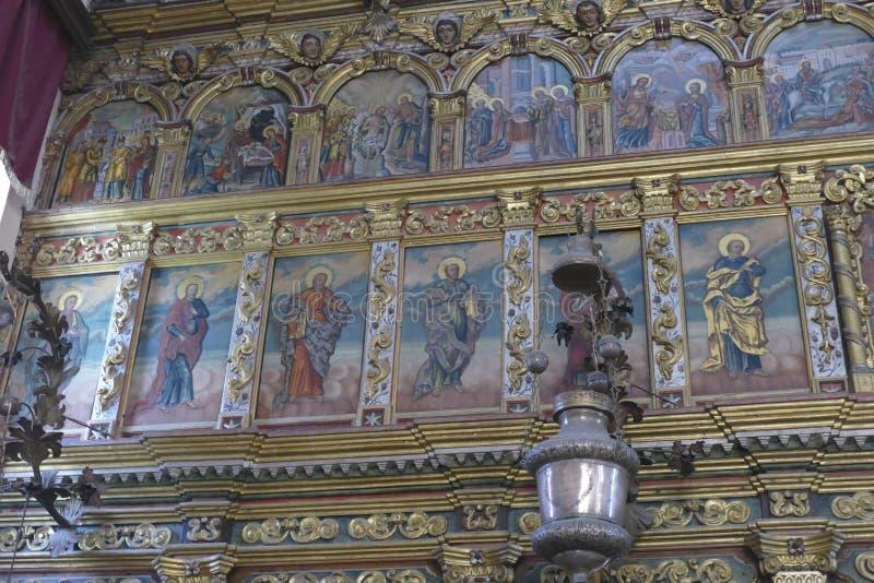 Iconostasis oddziela nave od apsydy w Savina ortodoksa monasterze zdjęcie stock
