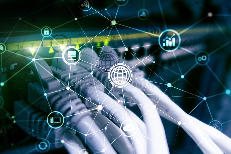 ICT - informatie- en telecommunicatietechnologie en IOT - Internet van dingenconcepten Diagrammen met pictogrammen op de rug van  stock illustratie