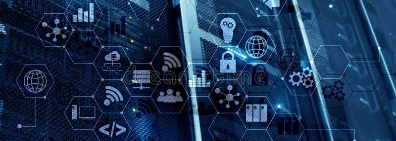 ICT - informatie- en telecommunicatietechnologie en IOT - Internet van dingenconcepten Diagrammen met pictogrammen op serverruimt royalty-vrije stock foto's