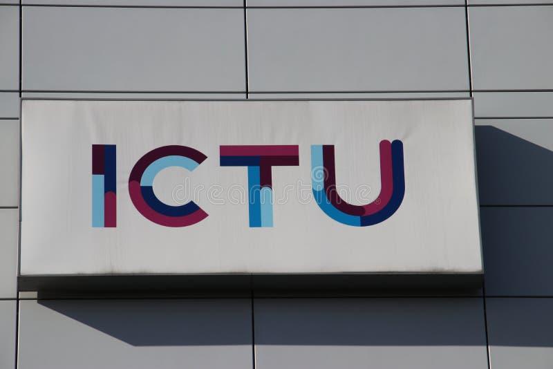 ICTU-bedrijf op de Beatrixpark-kantoren bij post Laan van Noi in Den Haag The Hague in Nederland stock foto