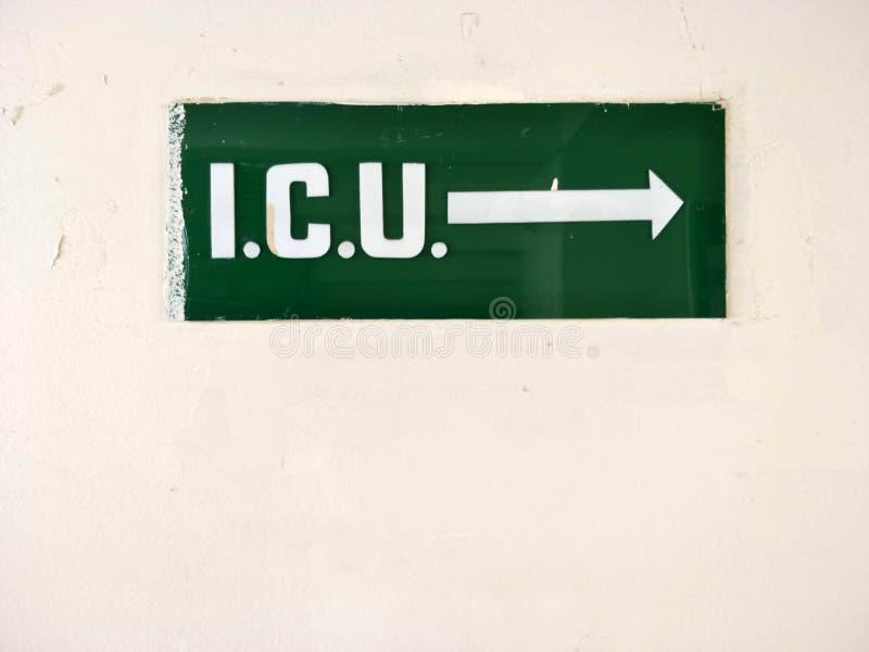 ICU: Unità di cure intensive per i pazienti critici - piatto di informazioni alla porta nell'ospedalizzazione immagini stock libere da diritti