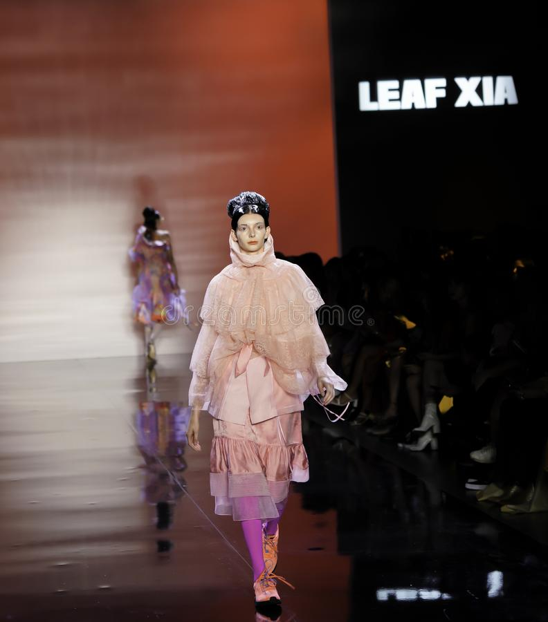 ICY Présente : piste SS2020; Semaine de la mode à New York Conception par Leaf Xia photo libre de droits