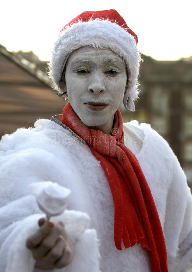 Download Icy Street Performer Editorial Stock Image - Image: 29078744
