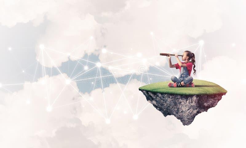 Idé av barninternetkommunikationen eller direktanslutet att spela och PA royaltyfri fotografi
