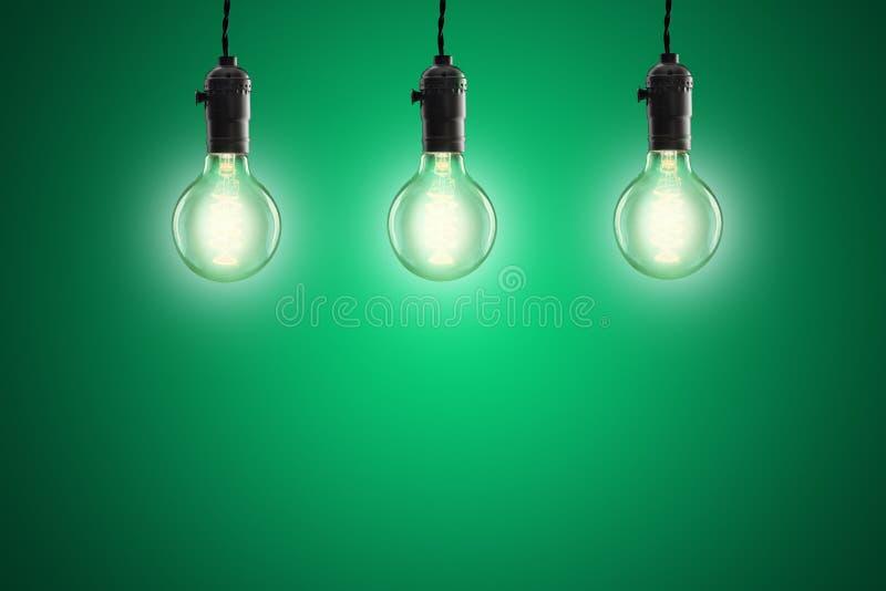 Idébegrepp - glödande kulor för tappning på grön bakgrund arkivfoto