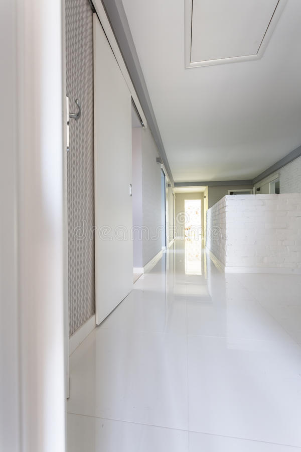 Idée Blanche De Couloir De Villa Image stock - Image du ...