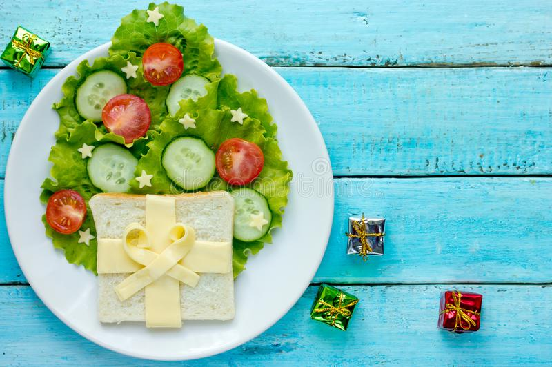 Idée créative pour l'arbre de Noël comestible de repas d'enfants photo libre de droits