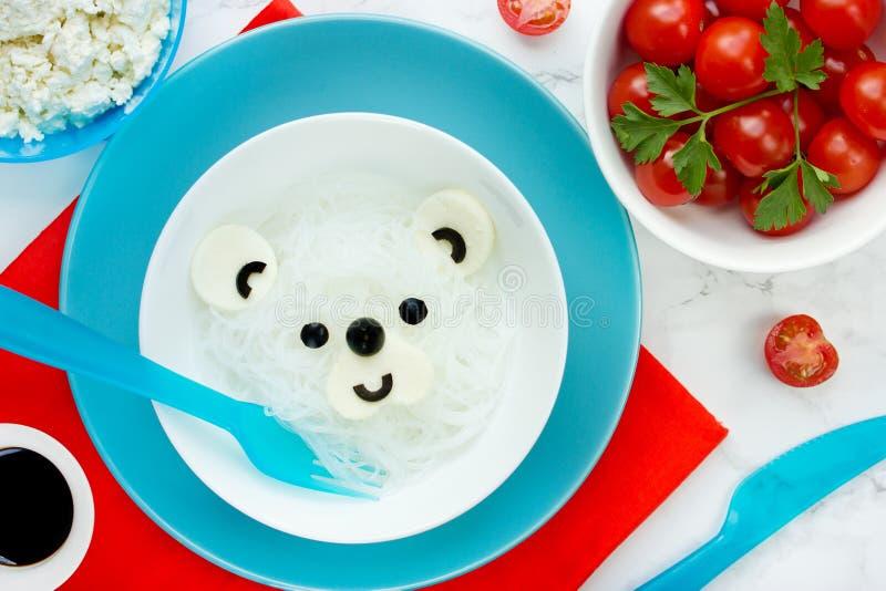 Idée de nourriture d'amusement pour des enfants - nouille de riz d'ours blanc pour le lunc sain photos stock