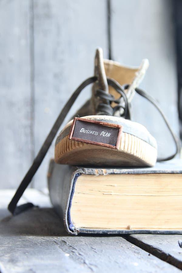 idée de plan d'action, étiquette et une chaussure photo libre de droits
