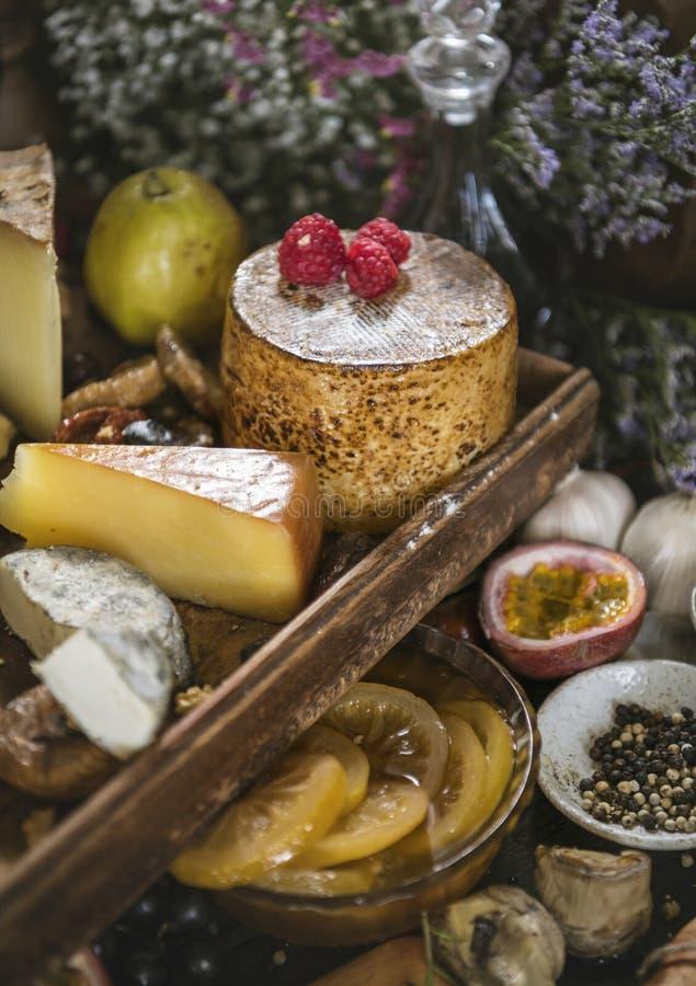 Idée de recette de photographie de nourriture de plateau de fromage photographie stock libre de droits