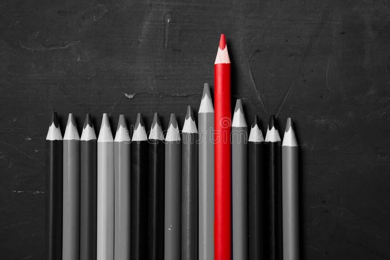 Idée et concept créatifs et lumineux d'inspiration Crayons colorés sur le fond du schoolboard image stock