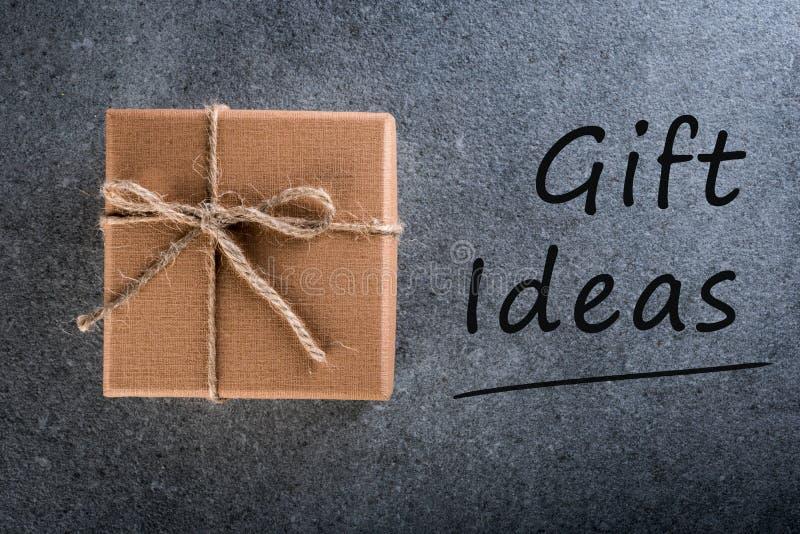 Idées cadeaux Pensant à la nouvelle année, le Noël, les cadeaux d'anniversaire et de Saint Valentin et les achats en ligne Boîte  photos libres de droits