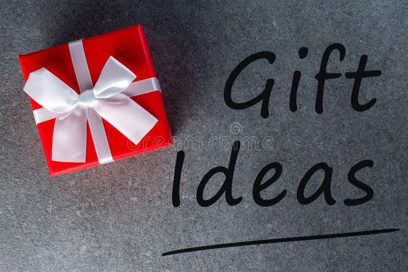 Idées cadeaux pensant aux cadeaux pour la veille, Noël, l'anniversaire, le mariage ou le Saint Valentin photographie stock libre de droits
