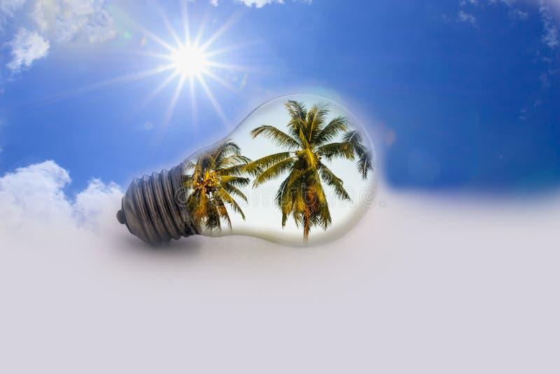 Idées, le soleil avec les ampoules. image libre de droits