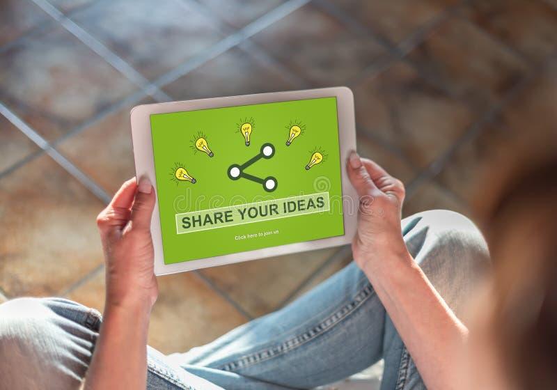 Idées partageant le concept sur un comprimé image libre de droits