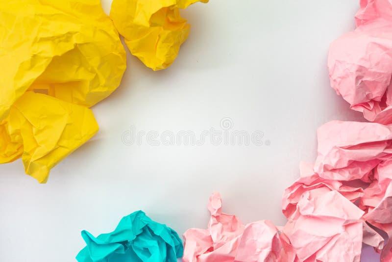 Idérik idébegreppsbakgrund med färgglat smulat papper royaltyfria bilder