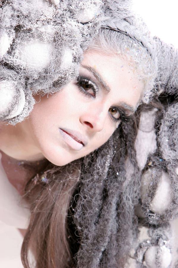 idérik makeup för modeflickafrisyr arkivbilder