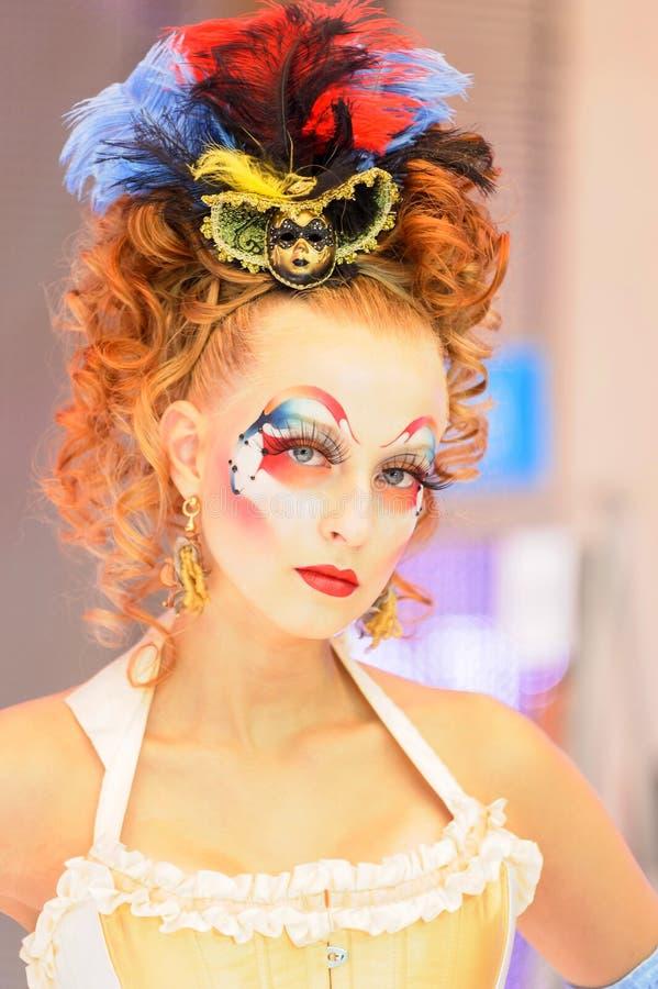 Idérik makeupshow på festivalen av skönhet royaltyfri foto
