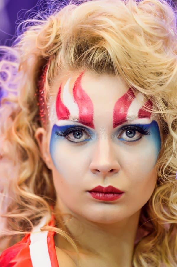 Idérik makeupshow på festivalen av skönhet royaltyfri bild