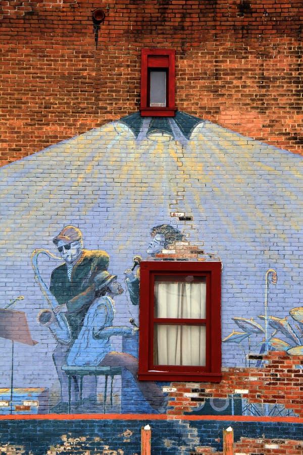 Idérikt bruk av väggen med konstnärs grafitti, Saratoga Springs, New York, 2014 royaltyfria foton