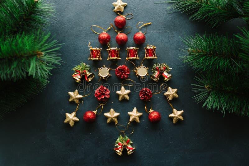 Idérikt diy för julgranleksakbakgrund arkivbild