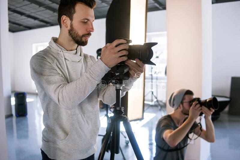 Idérikt fotografarbete i studio arkivfoton
