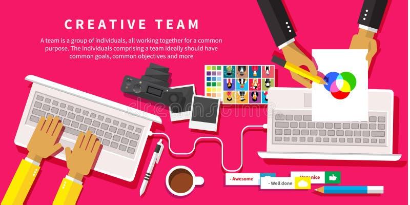 idérikt lag Ungt designlag som arbetar på skrivbordet royaltyfri illustrationer