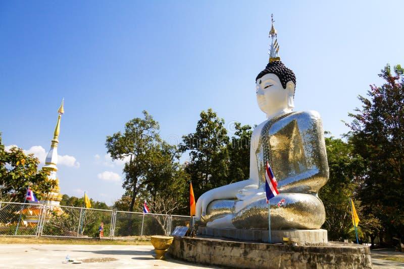 Idílico exterior de buddha da escultura em tempe foto de stock royalty free