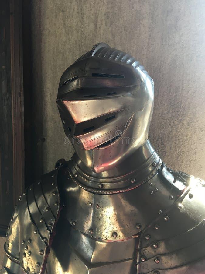 Idade Média do metal do corpo de Armour do cavaleiro imagens de stock