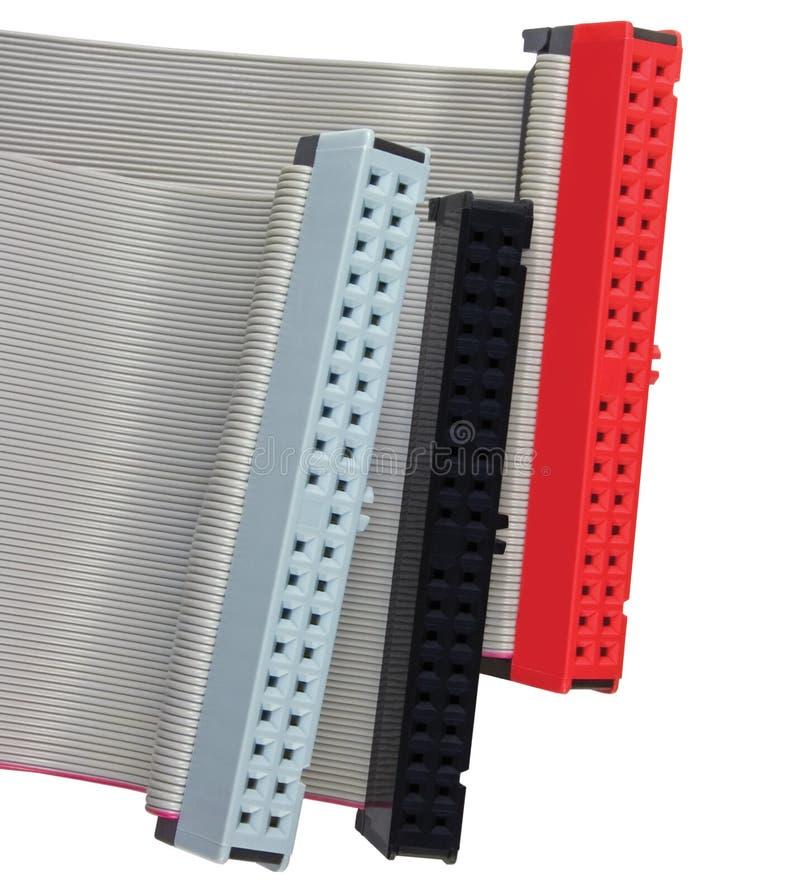 IDE连接器和带形电缆硬盘驱动器硬盘的在个人计算机计算机上,被隔绝,红色,灰色,水平黑宏观的特写镜头 库存照片