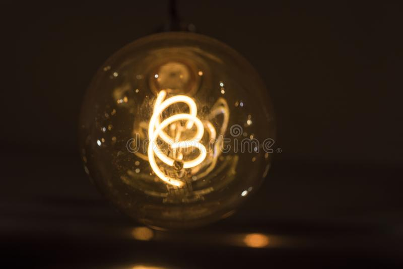 Idea abstracta de la lámpara eléctrica 35W Aislado en el fondo blanco fotos de archivo