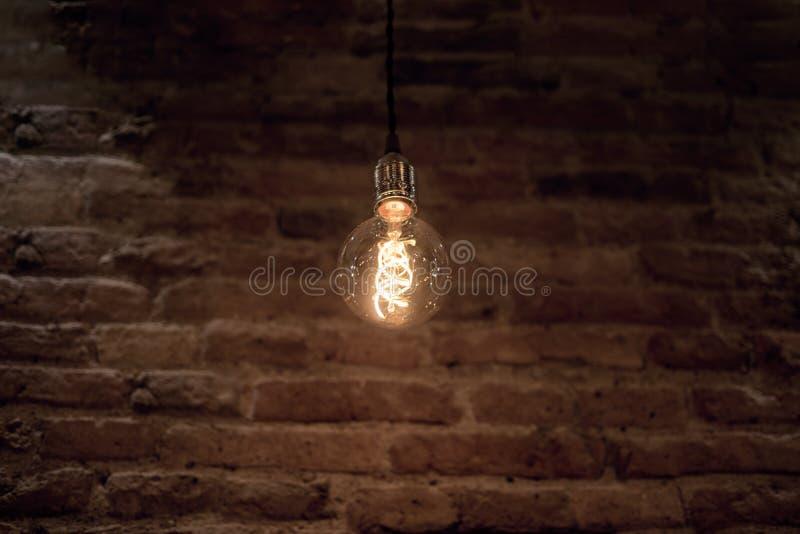 Idea abstracta de la lámpara eléctrica 35W Aislado en el fondo blanco foto de archivo