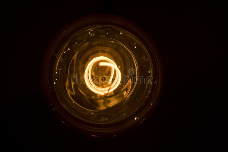 Idea abstracta de la lámpara eléctrica 35W Aislado en el fondo blanco imagen de archivo