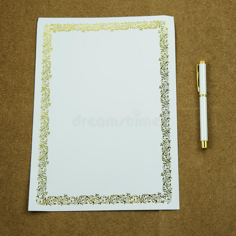 Idea aspettante della carta in bianco con la penna fotografie stock libere da diritti