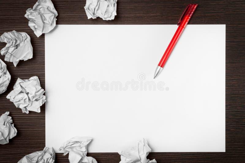 Idea attendente del documento in bianco fotografia stock libera da diritti