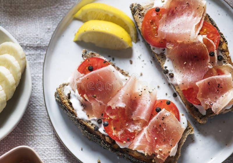Idea de la receta de la fotografía de la comida del bocadillo del Prosciutto foto de archivo