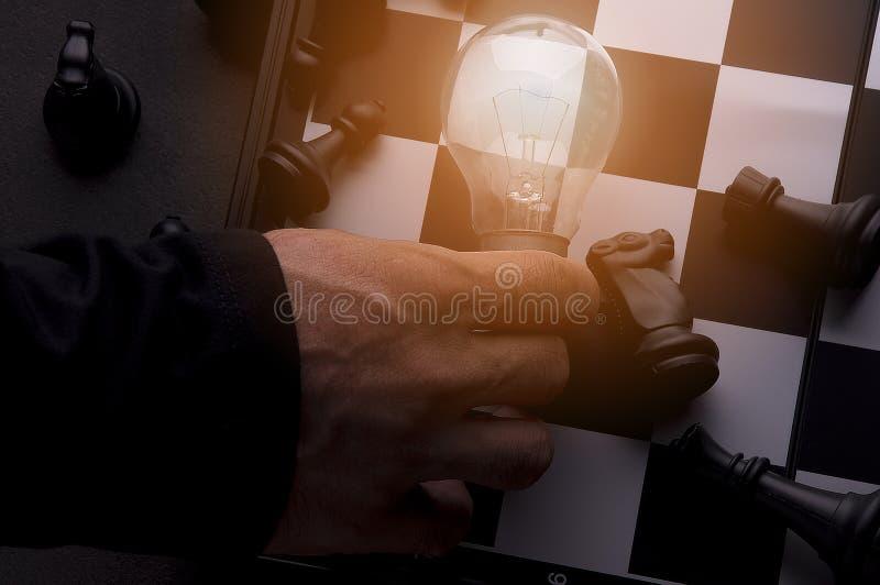 Idea del concepto de la estrategia empresarial Negocio de pensamiento elegante de la idea con el juego de mesa del ajedrez 5 imagen de archivo