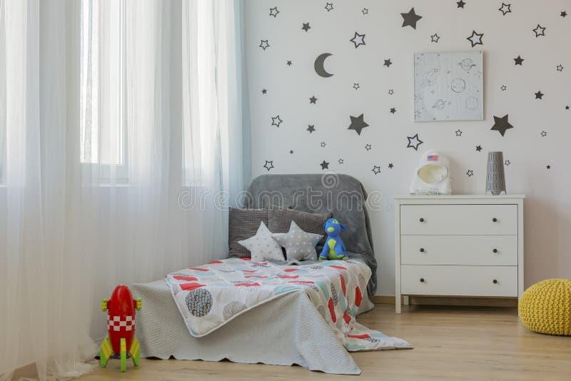 Idea del dormitorio del niño del espacio exterior fotografía de archivo libre de regalías