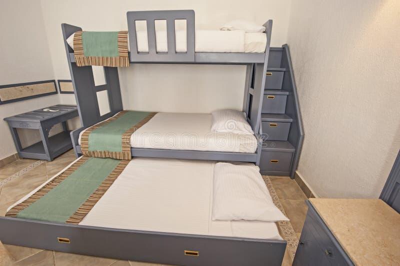 Idea di concetto della camera da letto della famiglia del letto di cuccetta immagine stock