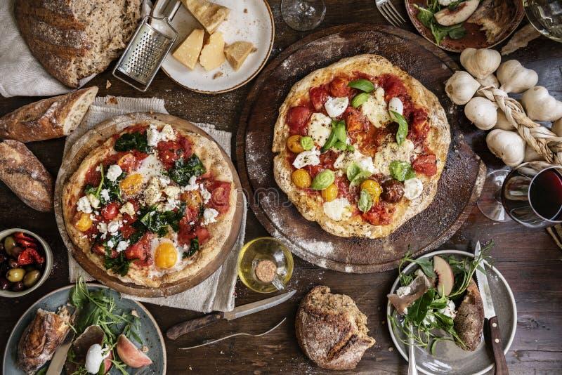 Idea di ricetta di fotografia dell'alimento della pizza immagine stock