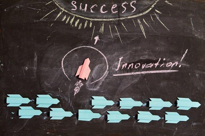 Idea empresarial, individualidad y creatividad. ?xito y motivaci?n. El líder dice innovación foto de archivo