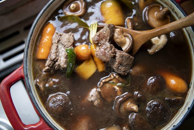 Idea hecha en casa de la receta de la fotografía de la comida del caldo de buey imagenes de archivo