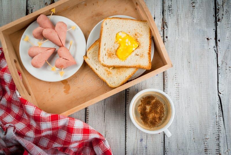 Idea para el día del ` s de la tarjeta del día de San Valentín: desayuno romántico imágenes de archivo libres de regalías
