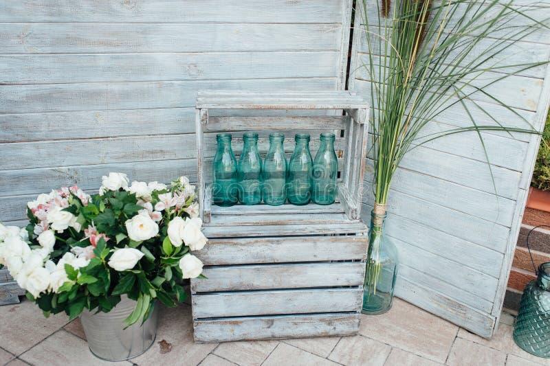 Idea rústica y del vintage de la boda del contexto hecha de la madera orientada vieja del tablero del filamento fotos de archivo