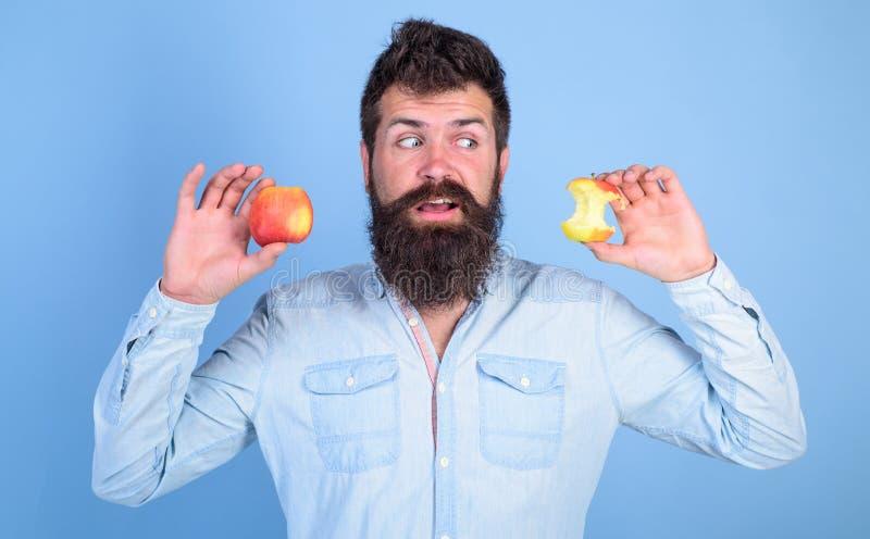 Idea siempre buena sana del bocado de la fruta Sirva los controles largos manzana madura y tocón casi comido de la barba del inco imágenes de archivo libres de regalías
