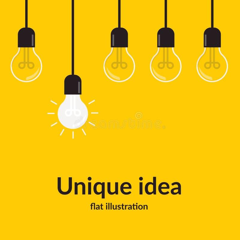 Idea unica Concetto luminoso di comprensione e di idea con la lampadina, isolata su fondo giallo, idea creativa e royalty illustrazione gratis